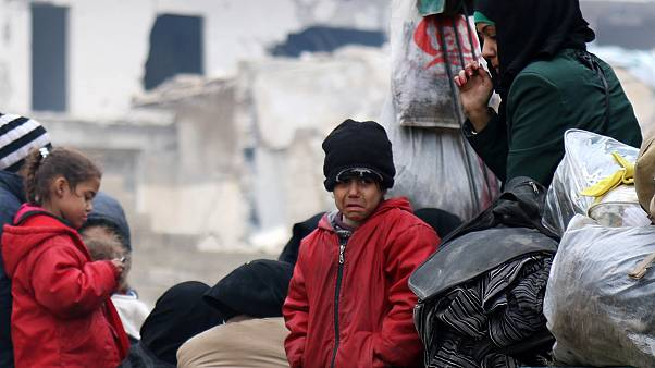Syria Aleppo: thousands of trapped civilians wait as evacuation halts