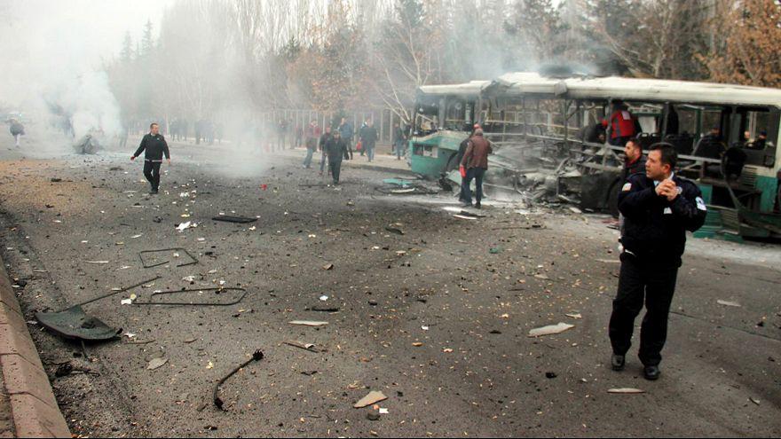 Турция: взорван автобус с военными