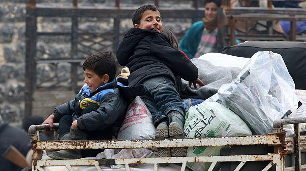 Halep'ten tahliyeler yeni anlaşma sonrası tekrar başladı