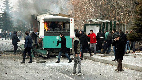 Las autoridades turcas responsabilizan a los rebeldes kurdos del atentado suicida en Kayseri
