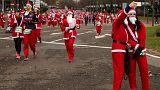 Miles de papás Noel corren por la esclerosis múltiple en Madrid