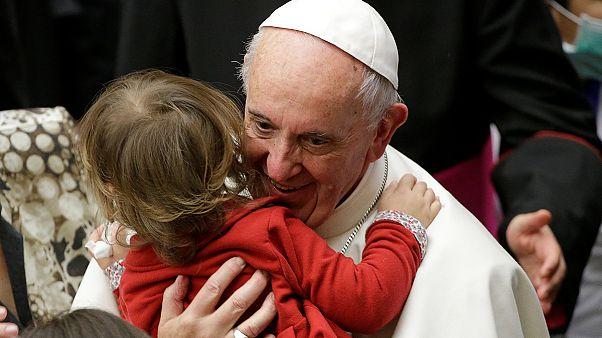 Frühstück mit Obdachlosen und Routinetermine: Papst wird 80