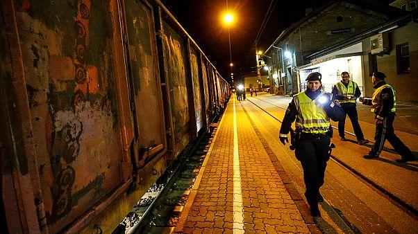 کنترل قطارهای باری توسط پلیس اتریش برای جلوگیری از ورود غیرقانونی پناهجویان