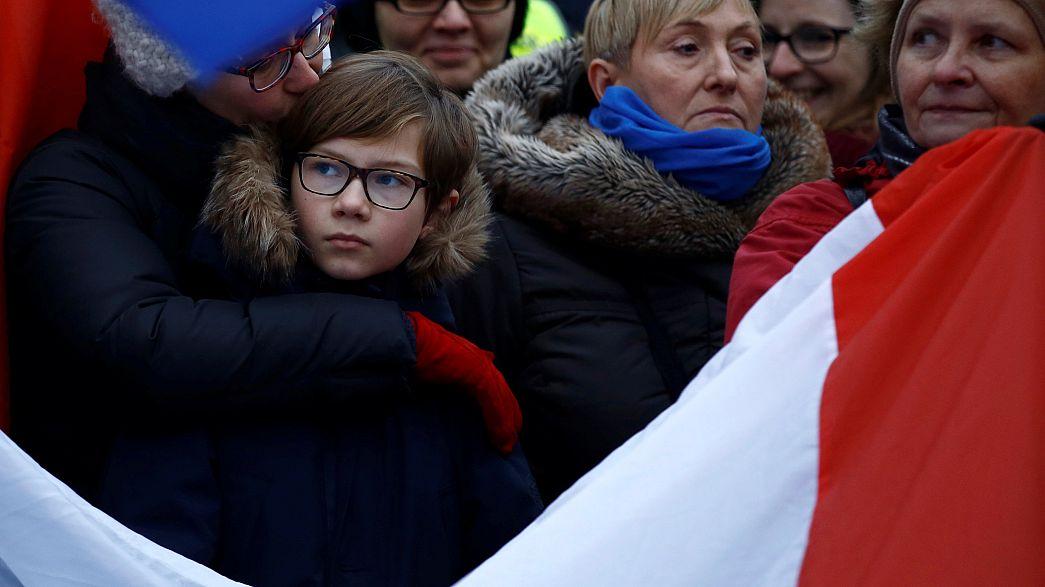 Varsóvia: Protestos diante do parlamento