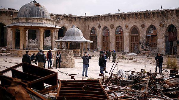 Kriegstourismus: Besucher machen Selfies im zerstörten Aleppo