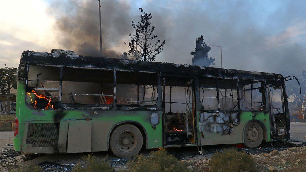 Autocarros incendiados em Alepo enquanto outros abandonam a cidade