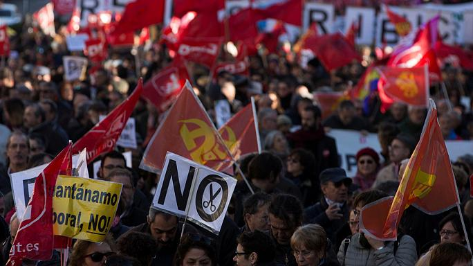 İspanya'da işçi sendikaları hükumet karşıtı gösteri düzenledi