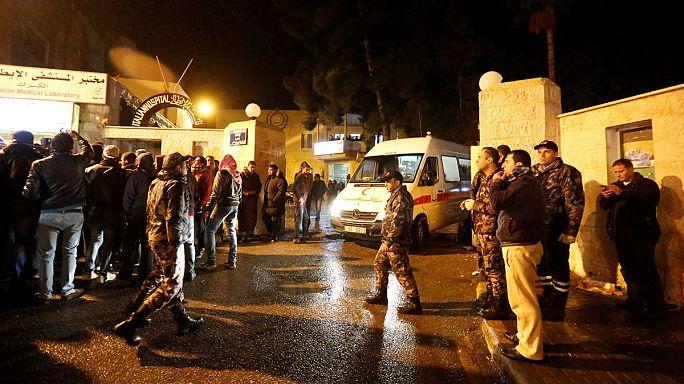 Tiroteio em zona turística causa 10 mortos e cerca de 30 feridos