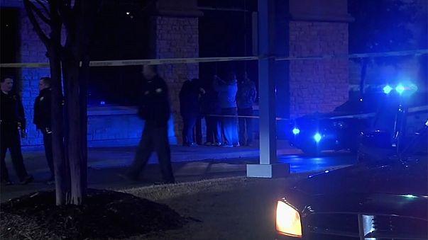Menino de três anos morto a tiro por condutor irritado com demora num stop