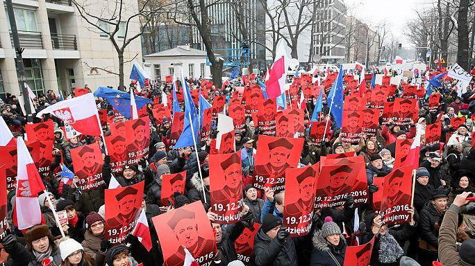 Harmadik napja tüntetnek Lengyelországban az ellenzékiek