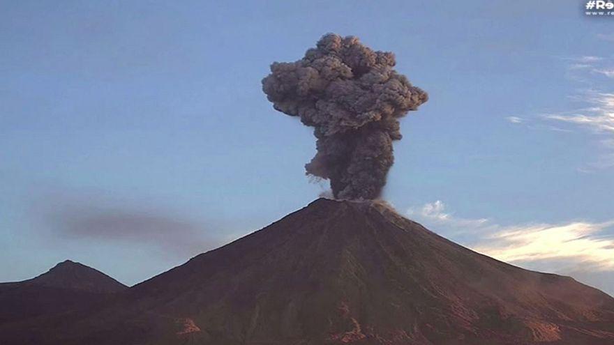 El volcán Colima sigue activo en México
