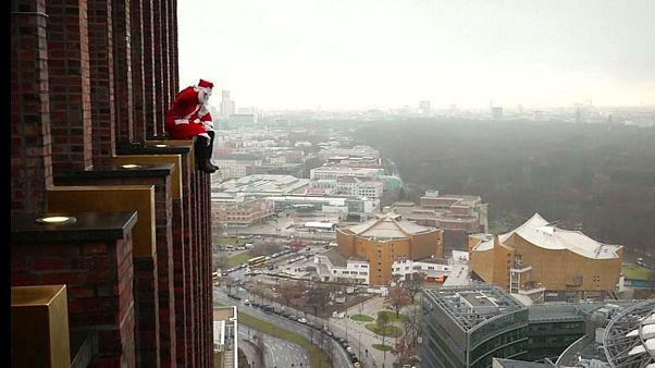 Skyscraper Santa surprises Berlin kids