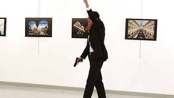 إغتيال السفير الروسي لدى تركيا في أنقرة من طرف شرطي سابق