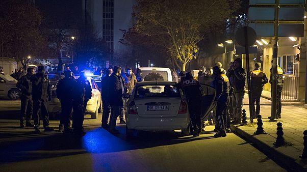 """Turquia: Homem detido após disparos de """"shotgun"""" junto à embaixada norte-americana em Ancara"""