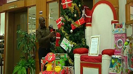 Zimbabweans prepare for Christmas party despite crisis [no comment]