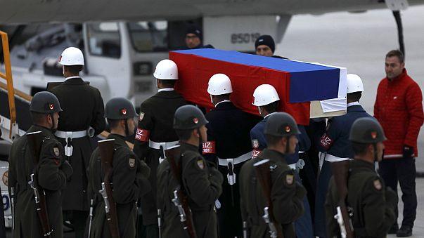 بدرقه تابوت سفیر ترور شده روسیه در فرودگاه آنکارا