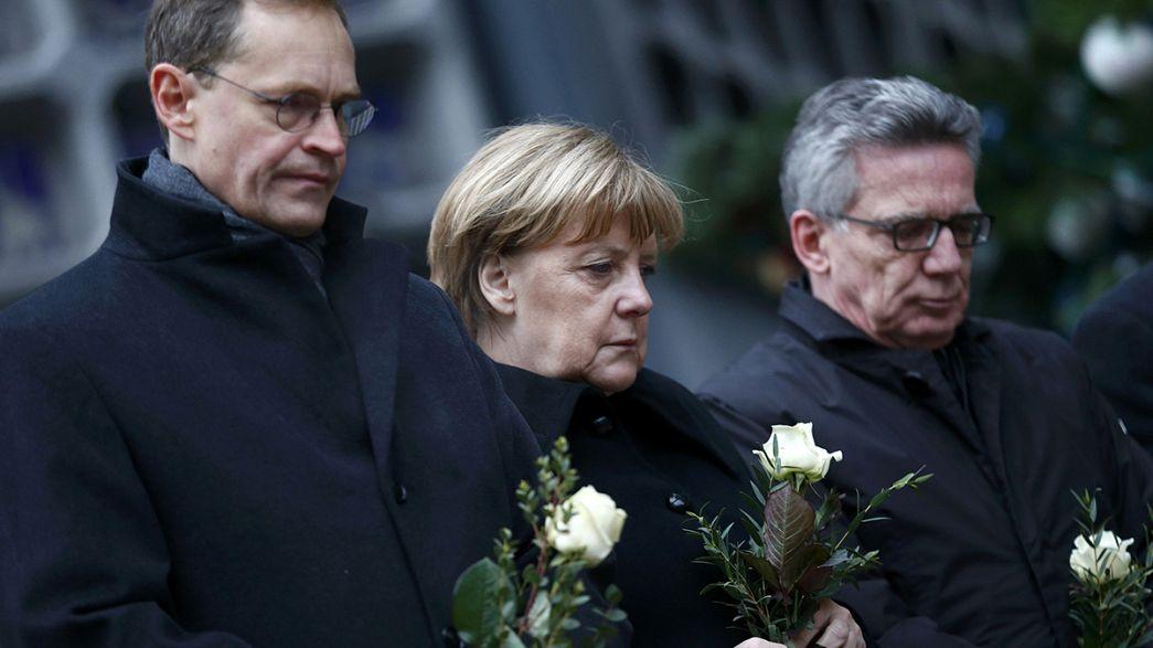 Merkel associa-se a gestos de condolências pelas vítimas de Berlim