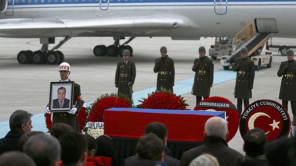 Hazaszállították a meggyilkolt ankarai orosz nagykövet holttestét