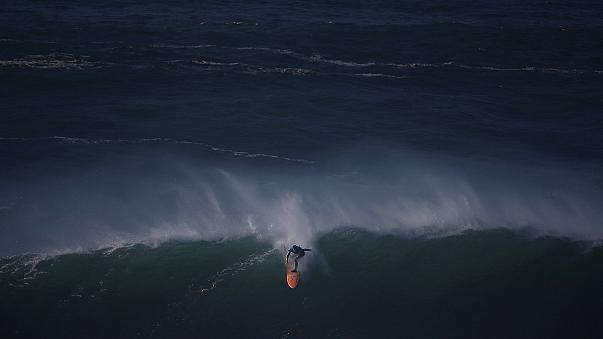 Surf: Mitchell, Burle e Macedo brilham na primeira edição do Nazaré Challenge