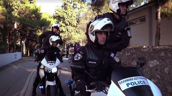 Εορταστικό Mannequin Challenge της ελληνικής αστυνομίας