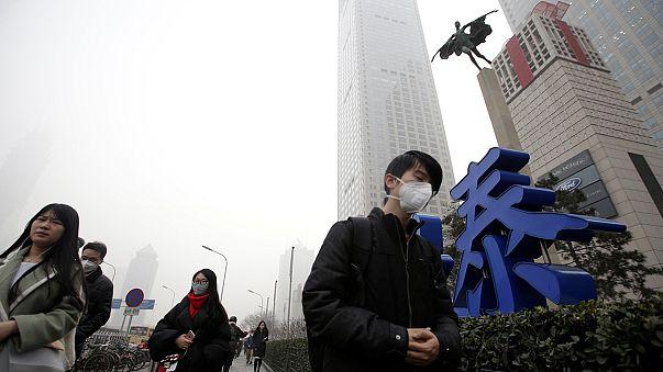 بكين تختنق بسبب ضباب دخاني يطوقها لليوم الخامس على التوالي