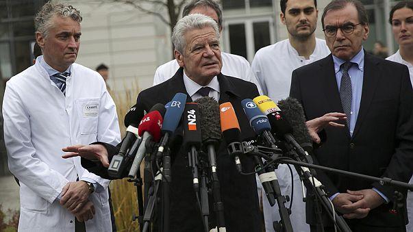 Presidente alemão visita feridos de Berlim