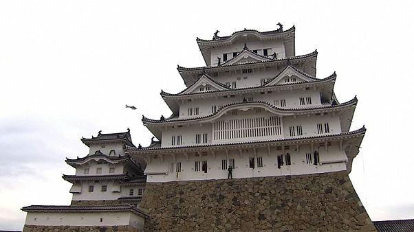 Giappone: esercitazione militare per pulire un castello