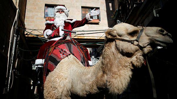 Gerusalemme: Babbo Natale arriva su un cammello