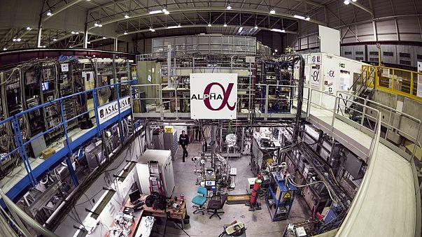 El CERN observa, por vez primera, el especto de luz de la antimateria