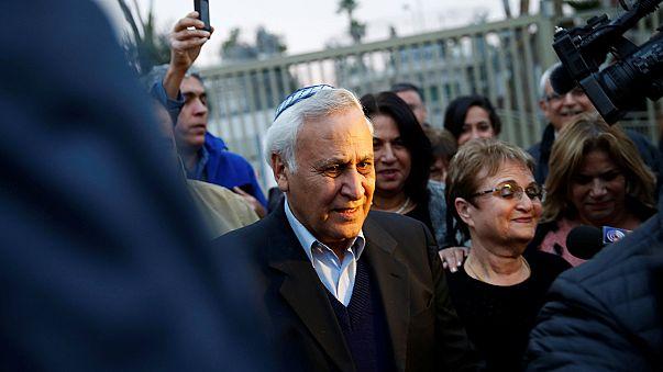 Tecavüzden mahkum olan İsrail eski Cumhurbaşkanı Katsav erken tahliye oldu