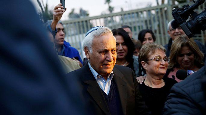Israel: ex-presidente Katsav em liberdade condicional