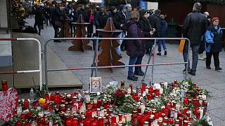 Berlin'de kana bulanan Noel pazarı tekrar açıldı