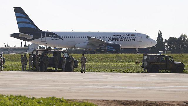 Malta, aereo libico dirottato: allarme rientrato, il dirottatore si è consegnato alla polizia