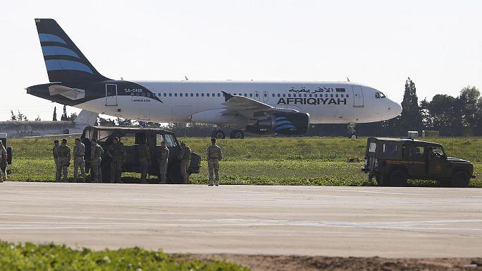 Sequestradores de avião em Malta redem-se e são detidos