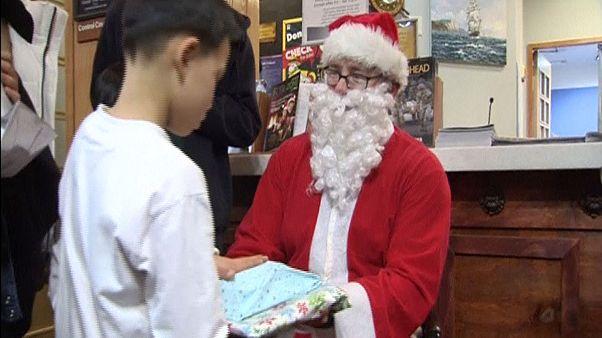 سربازان آمریکایی در کره جنوبی کریسمس را با کودکان یک پرورشگاه جشن گرفتند