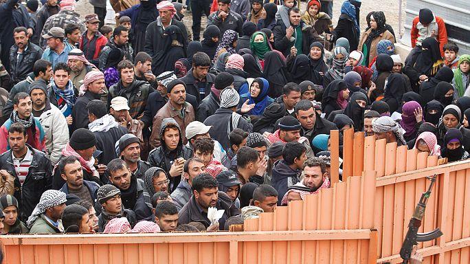Irak : les déplacés de Mossoul tentent de survivre dans les camps