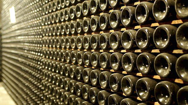"""إيطاليا تكافح تزييف نبيذها الأبيض الشهير """"بروسيكو"""""""
