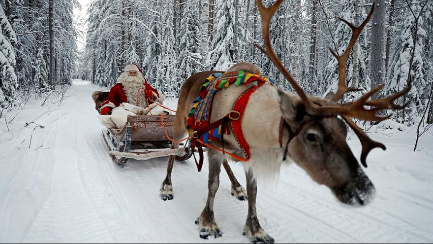 Санта-Клаус с подарками отправился в путь