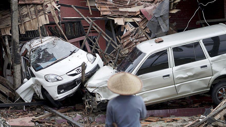 Image: Tsunami hits Sunda Strait in Western Indonesia