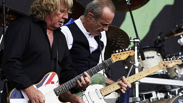 Status Quo gitaristi Rick Parfitt hayata veda etti