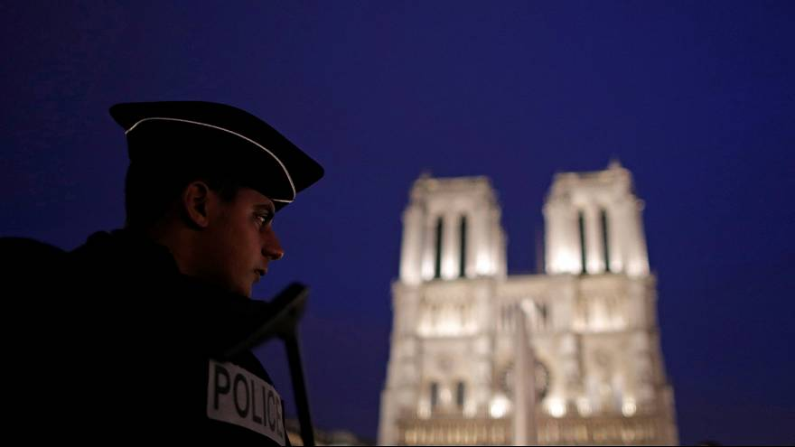 Weihnachtliche Sicherheit - erhöhte Polizeipräsenz zum Fest in Europa