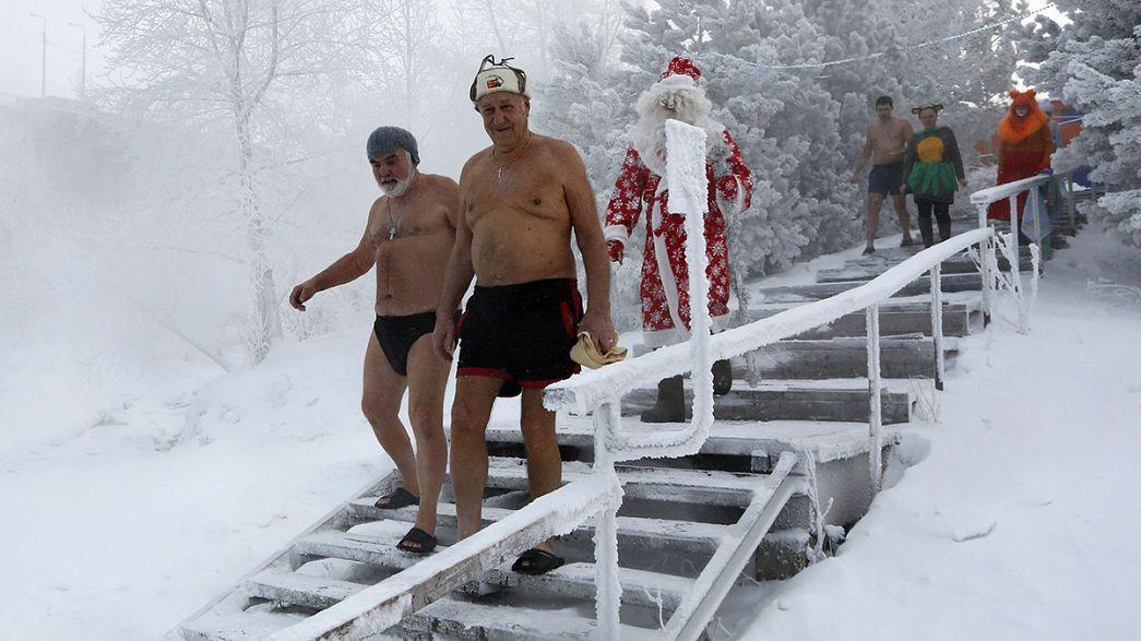 رفع انخاب الميلاد تحت الماء في سيبيريا