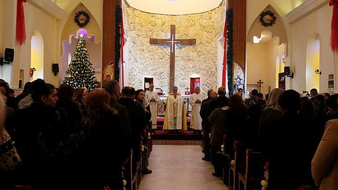 Irak: cristianos vuelven a celebrar la Navidad, mientras sigue el éxodo de los habitantes de Mosul
