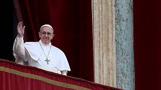 El papa Francisco pide paz para todos en su mensaje de Navidad