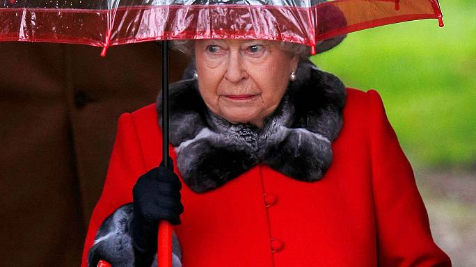 UK: Queen misses Christmas church service due to a cold