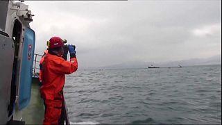 Спасатели достают погибших в крушении Ту-154