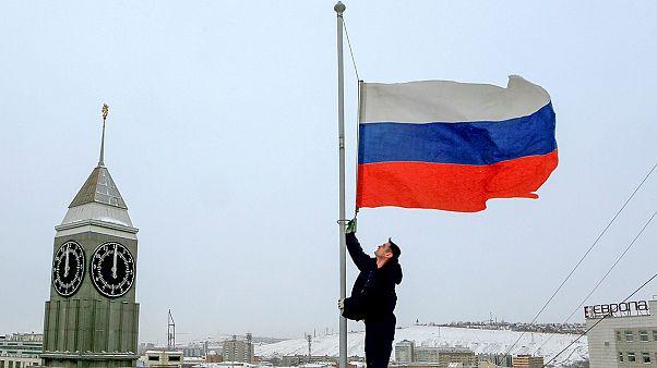 روسيا في حداد... ورود وشموع ترحما على ضحايا الطائرة المتحطمة في مياه سوتشي