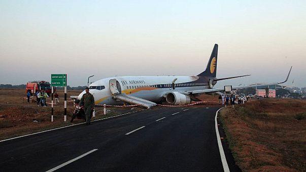 الهند: إنحراف طائرة عن مدرج إقلاعها أدى إلى إصابة 15 شخصاً بجروح