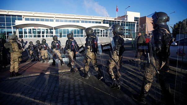 Darbe girişimine destek vermekle suçlanan polisler Silivri'de hakim karşısına çıktı
