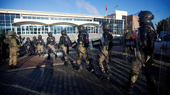 Prozess gegen Polizisten wegen Umsturzversuchs hat begonnen